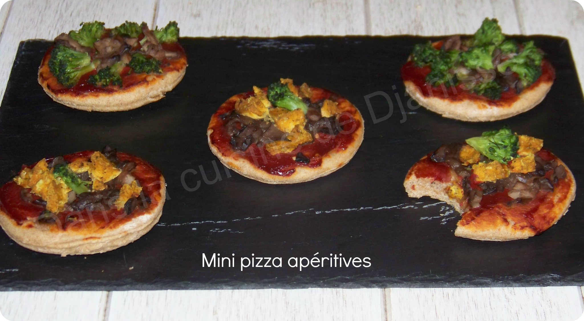 mini pizza ap ritives recette v g talienne. Black Bedroom Furniture Sets. Home Design Ideas
