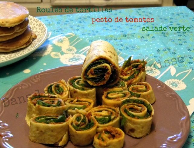 Roulés de tortilla, pesto de tomates et salade verte